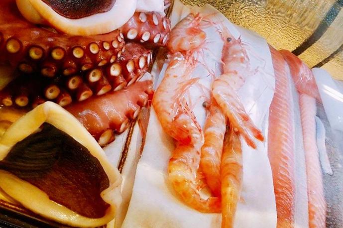 産地直送の魚介類は身が引き締まっています | 三ノ宮産直市場